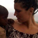 Cristiana ayuda a niña haitiana a través de un simple acto de amor