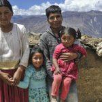 Samaritan's purse ayuda a restaurar una familia a través de la agricultura y la palabra de Dios