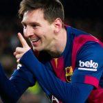 Lionel Messi acaricia su cuarta Bota de Oro