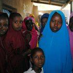 Anuncian liberación de decenas de niñas secuestradas por Boko Haram