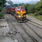 Continúa el bloqueo de vías en Michoacan