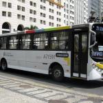 Anciana reprende a delincuente en el transporte público de Brasil